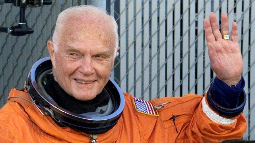 Viajó al espacio hasta los 77 años / EL HIJO DEL PLOMERO